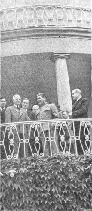 Трумэн в гостях у Сталина в вилле, где жил Сталин во время Берлинской Конференции. июль 1945