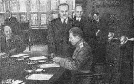 В зале заседаний Берлинской Конференции. июль 1945