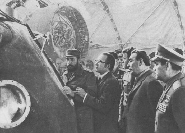 Л. И. Брежнев и Фидель Кастро Рус в Центре подготовки космонавтов