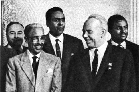 Аден Абдулла Осман во время визита И. В. Подгорному