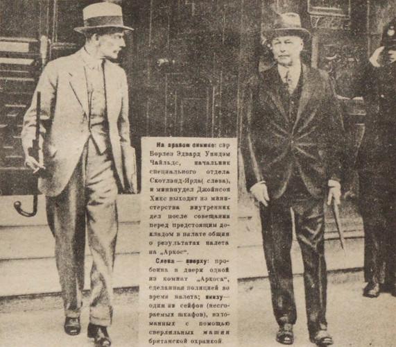 Борлез Эдвард Уиндэм Чайльдс, начальник Скотлэнд-Ярда (слева), и минвнудел Джойнсон Хикс