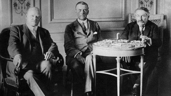 Густав Штреземан, Остин Чемберлен и Аристид Бриан во время переговоров в Локарно. Октябрь 1925