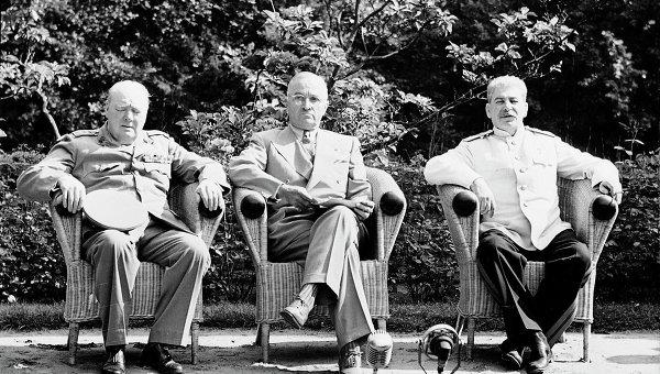 У. Черчилль, Г. Трумэн и И. В. Сталин на Потсдамской конференции. Июль 1945