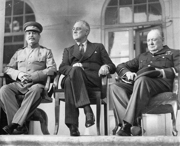 И. В. Сталин, Ф. Д. Рузвельт, У. Черчилль на Тегеранской конференции. Ноябрь 1943