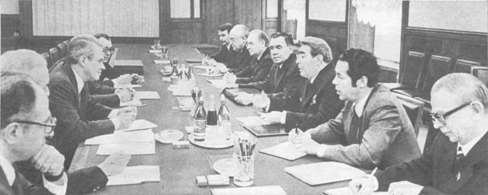 Во время беседы Л. И. Брежнева с С. Вэнсом