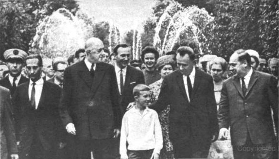Шарле де Голль в Петродворце