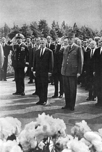Шарль де Голль и А. Н. Косыгин на Пискаревском кладбище
