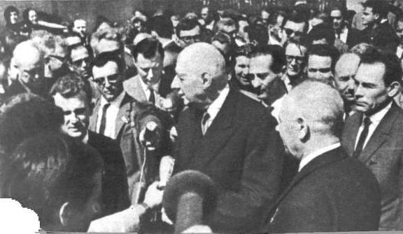 Шарле де Голль и Н. В. Подгорный на заводе «Сибэлектротяжмаш»