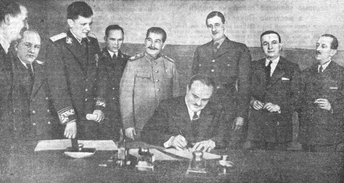 Подписание Советско-французского договора. 10 декабря 1944