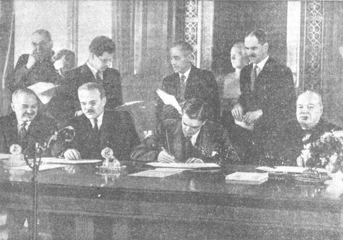 Подписание советско-английского Договора. 1942